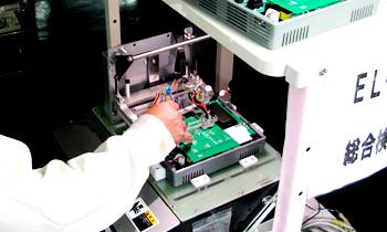 電気錠制御板の電気チェック工程